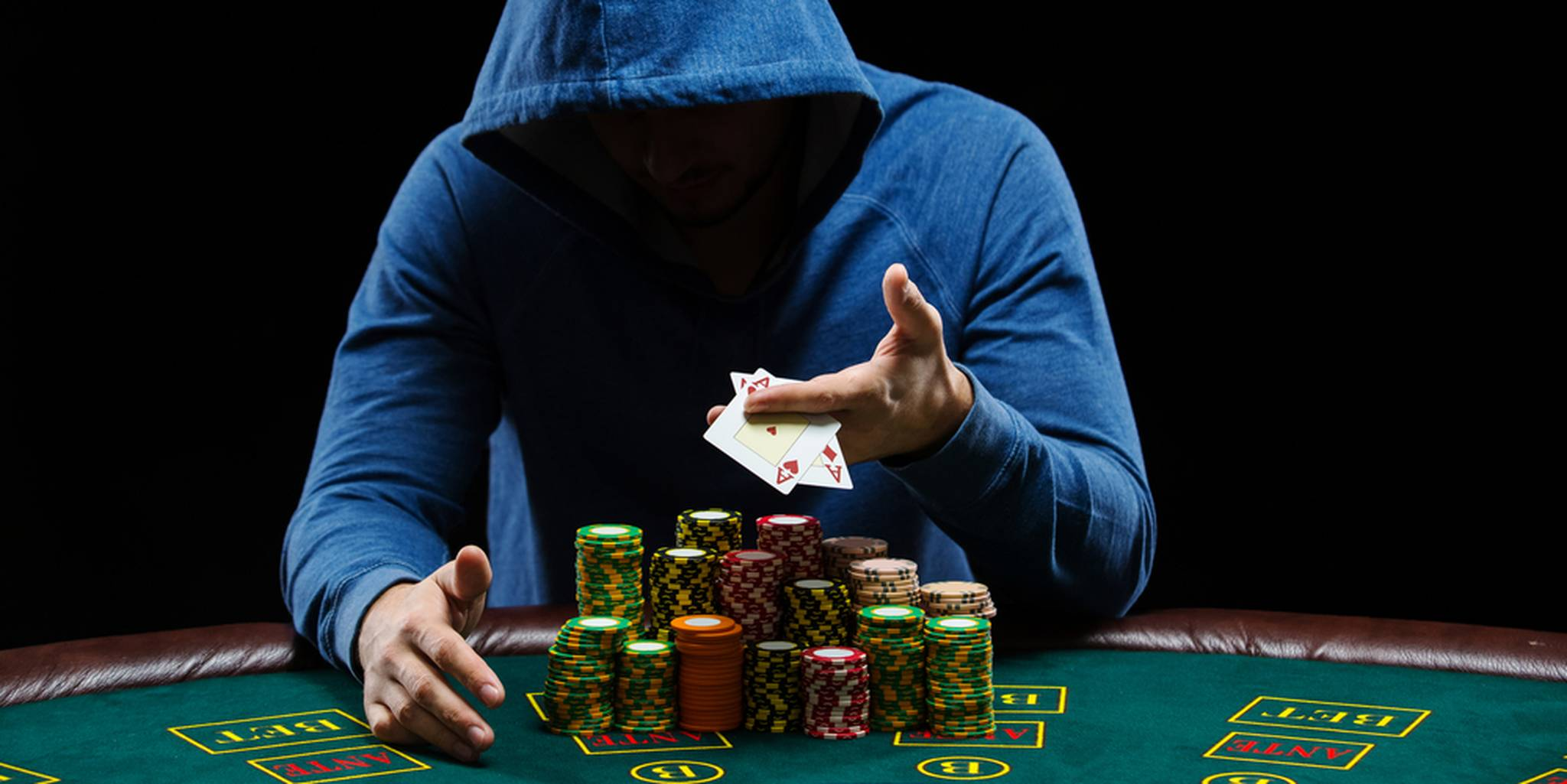 Comparing Online Poker to Live Poker