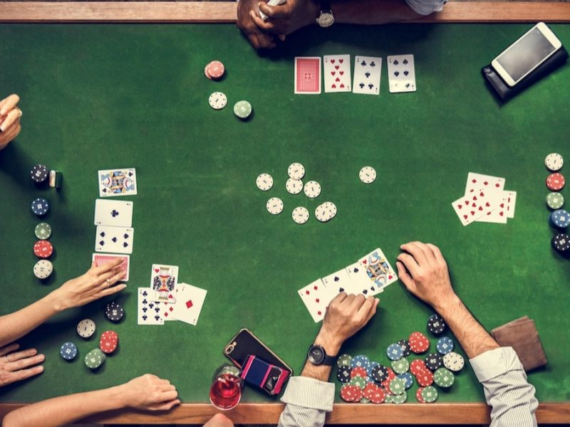 Describe some unseen rules that help in playing online poker?